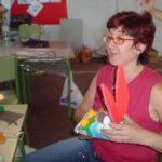 Rocío Sellés fabricando marioneta